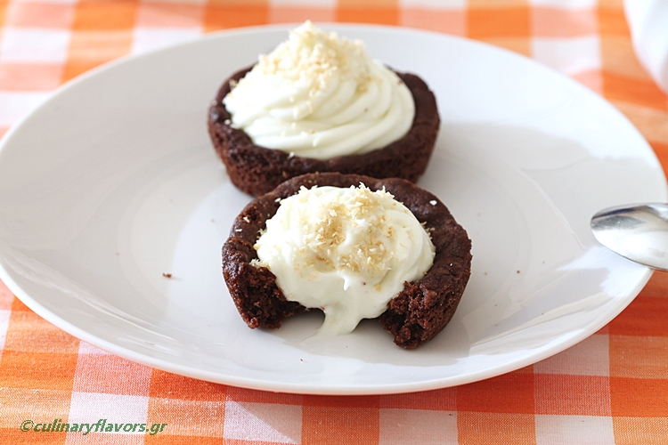 Cookie Cups with Coconut Cream